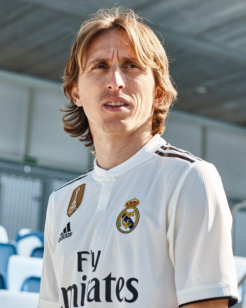 El centrocampista croata Luka Modric se siente cómodo y dinámico con este  nuevo diseño de lineas cortas. c6405aa852d56