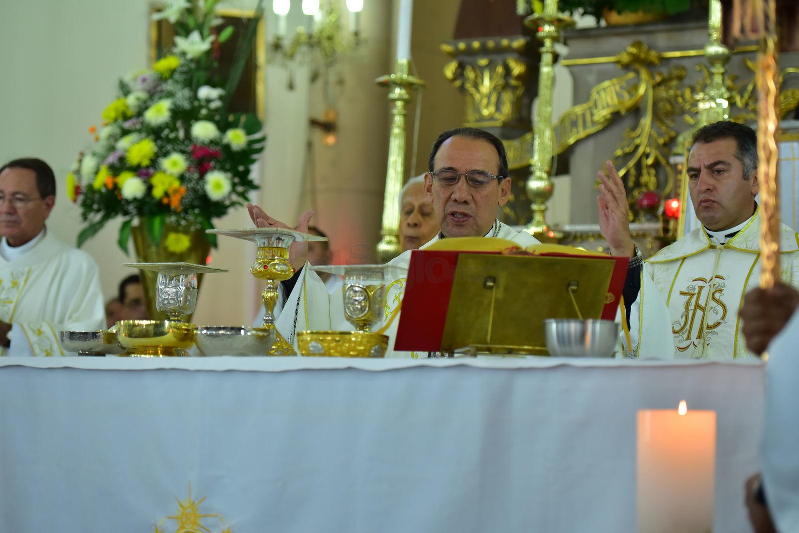 La misa exequial e inhumación, estuvo a cargo del arzobispo José Antonio Fernández Hurtado.