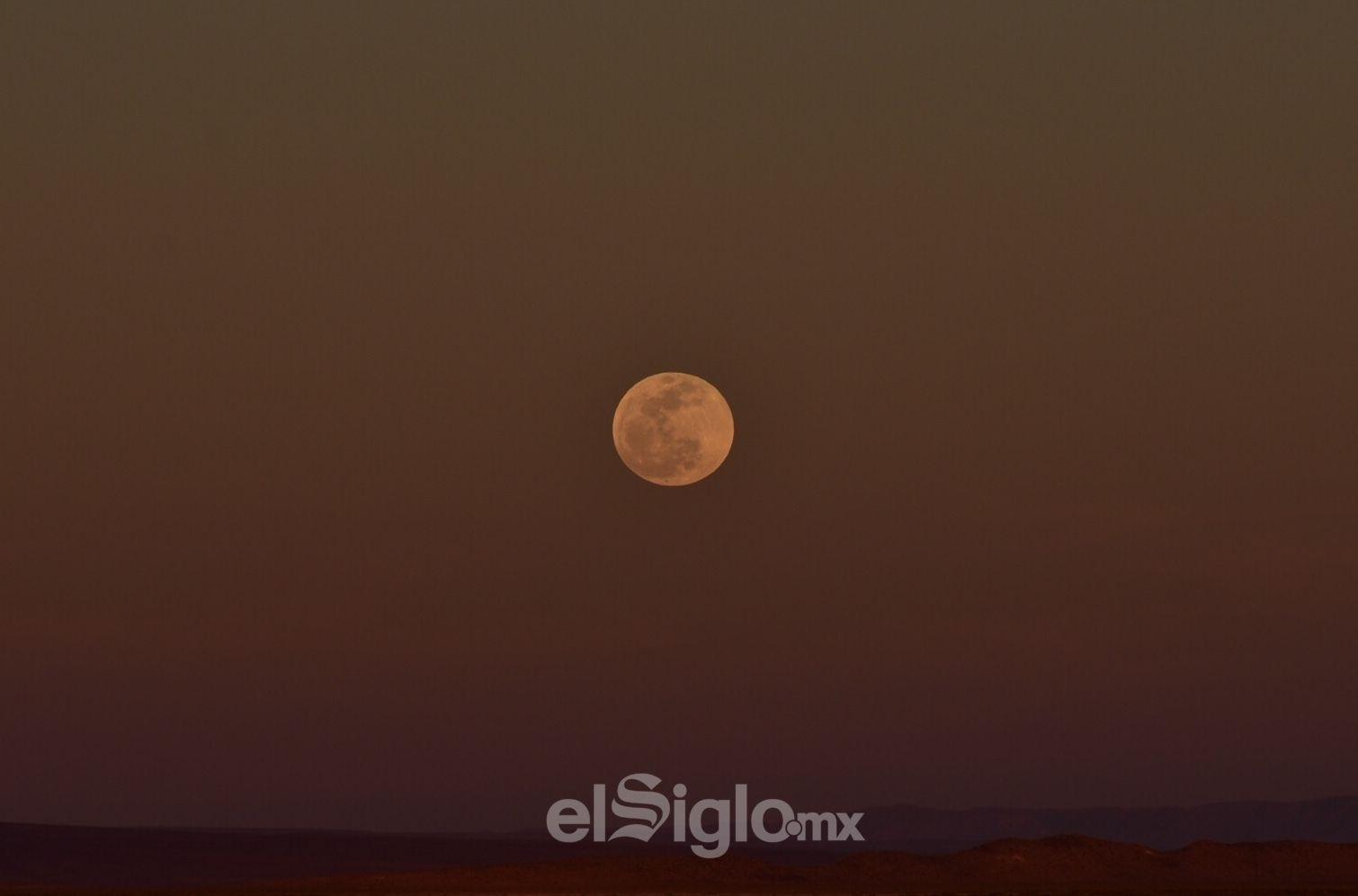 Así se vio la Luna esta tarde en La Laguna.