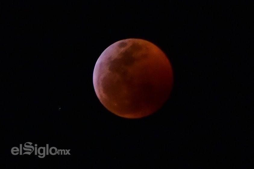 Laguneros pudieron observar así el eclipse de Luna.