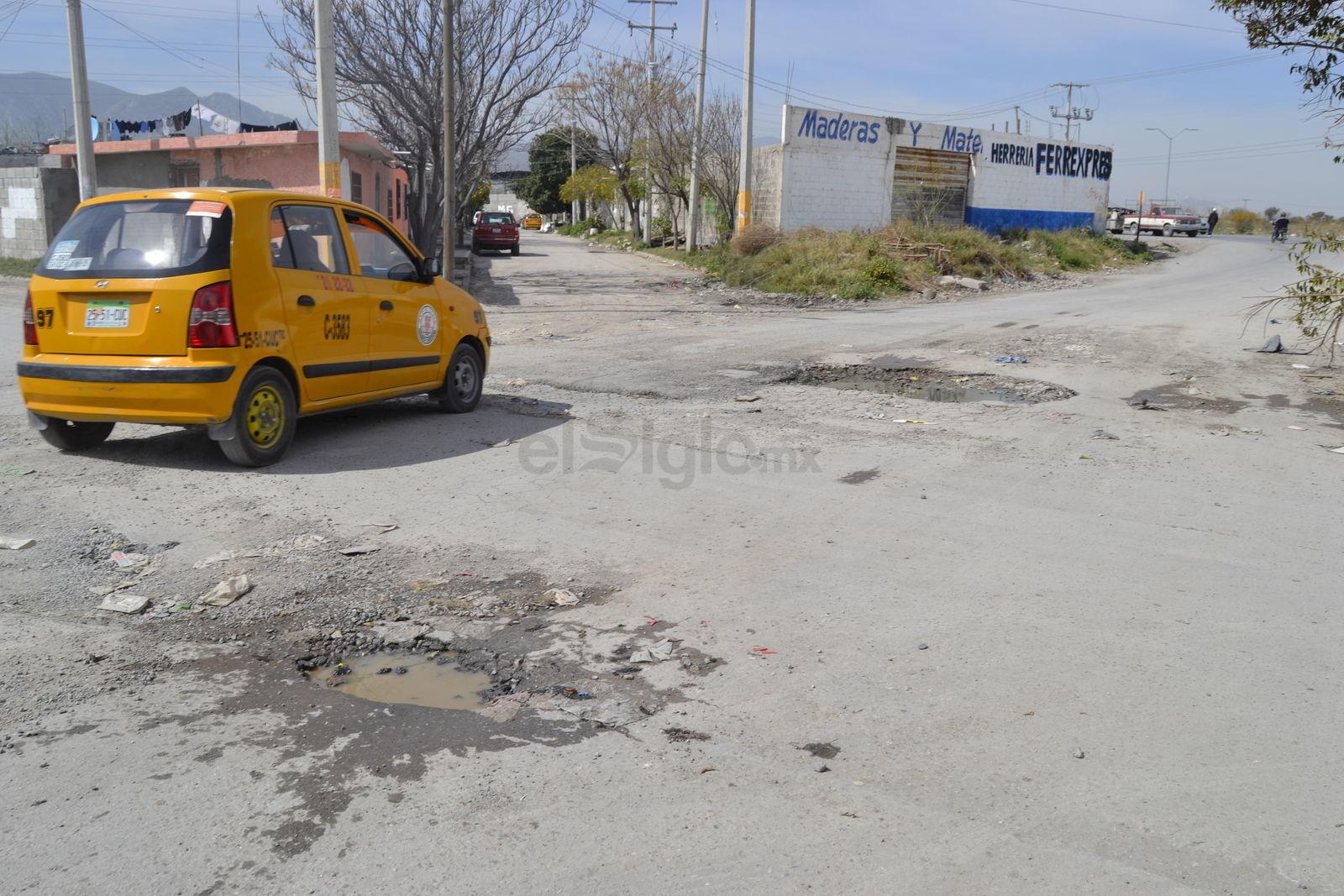 Las pésimas condiciones del pavimento no son privativas de las calles por las que circulan las rutas urbanas en Zaragoza Sur, la mayoría está en pésimo estado.