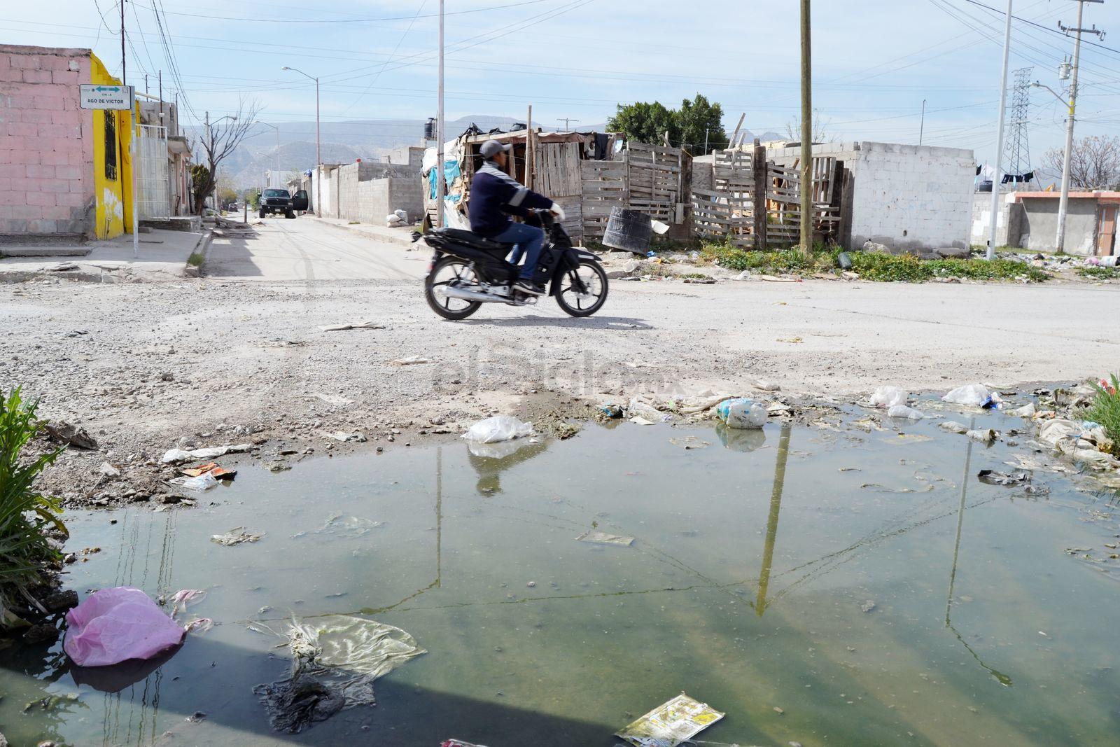 La ruta urbana también circulaba por la calle  Lago de la Victoria, en Zaragoza Sur que está en estas condiciones