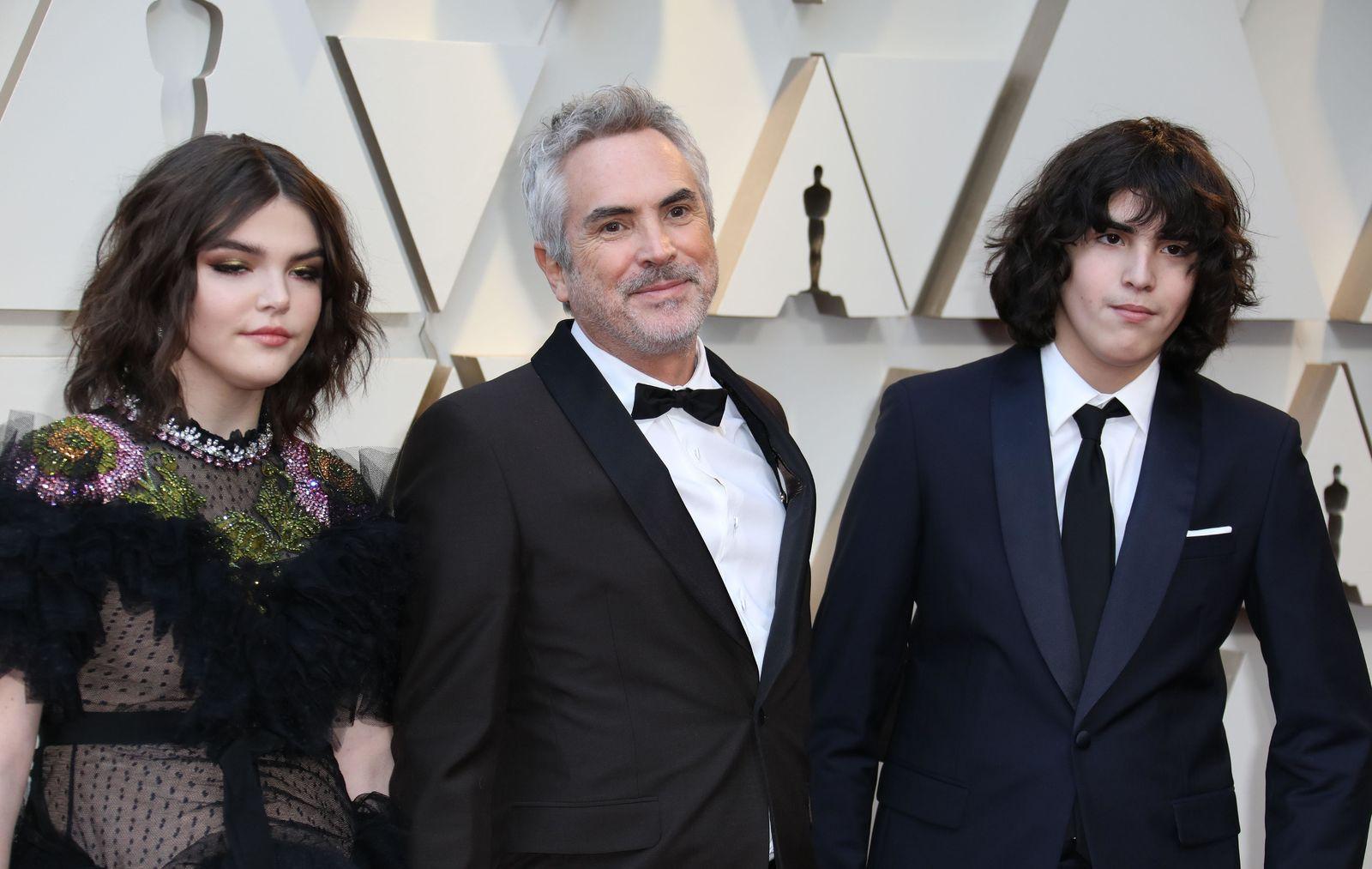 El director mexicano Alfonso Cuarón  y sus hijos, Olmo Teodoro  y Tess Bu.