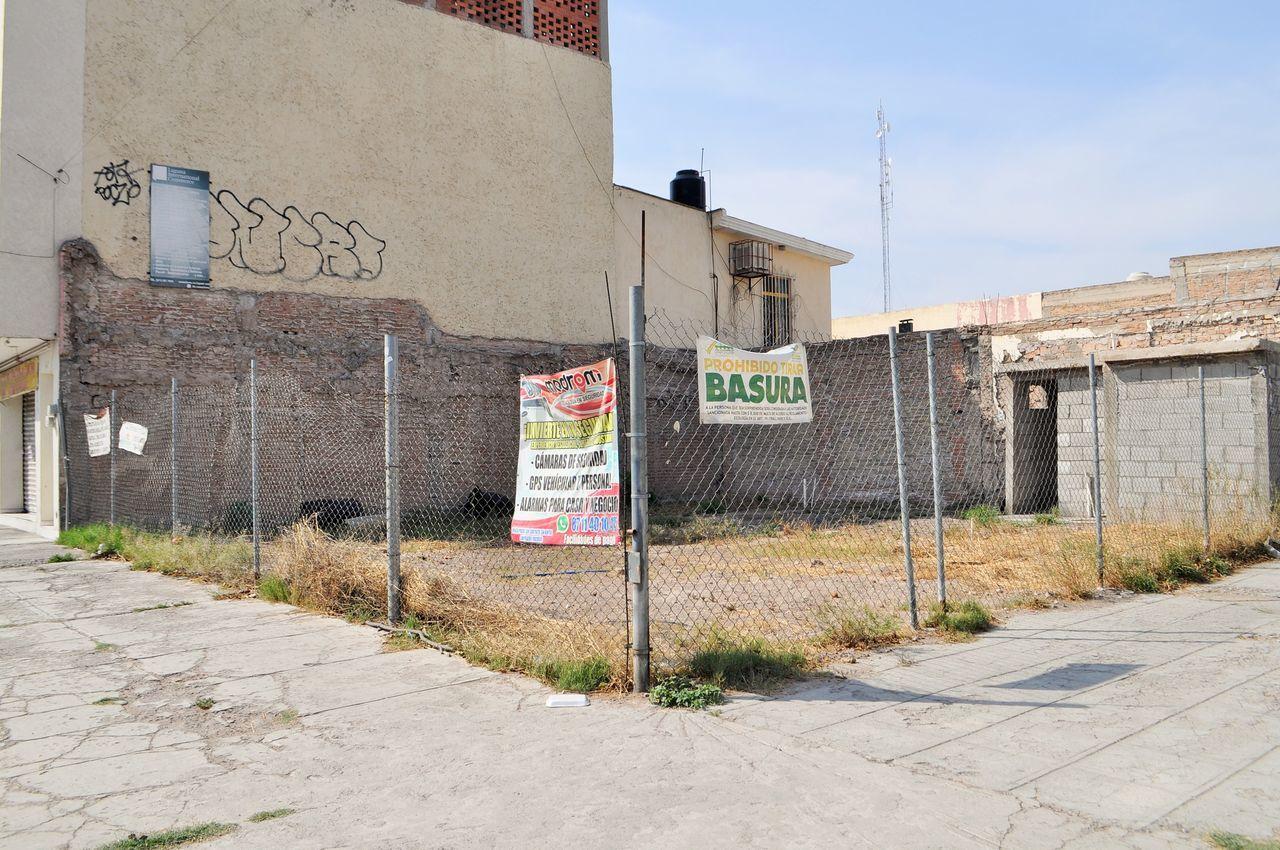 Se estima que son más de mil los lotes baldíos que han sido limpiados durante la campaña que mantiene el ayuntamiento desde el año pasado, aquí en Allende y Constitución.