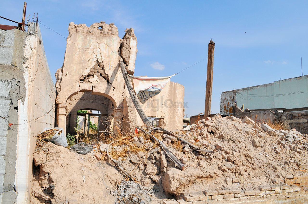 En un recorrido por el centro de Gómez Palacio, se observan todavía algunos inmuebles que han caído a causa de la falta de mantenimiento.