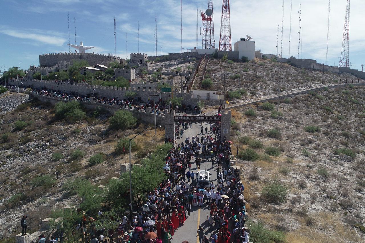 Se colocaron elementos de seguridad y rescate desde las vialidades de acceso al Santuario de las Noas, sobre los caminos a lo alto del cerro y hasta en la explanada y las afueras del templo.