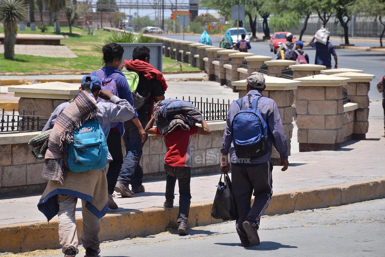 Muchos de los migrantes viajan en grupo precisamente para protegerse de cualquier acto de violencia o intimidación con el que se pudieran topar en su largo trayecto hacia Estados Unidos.