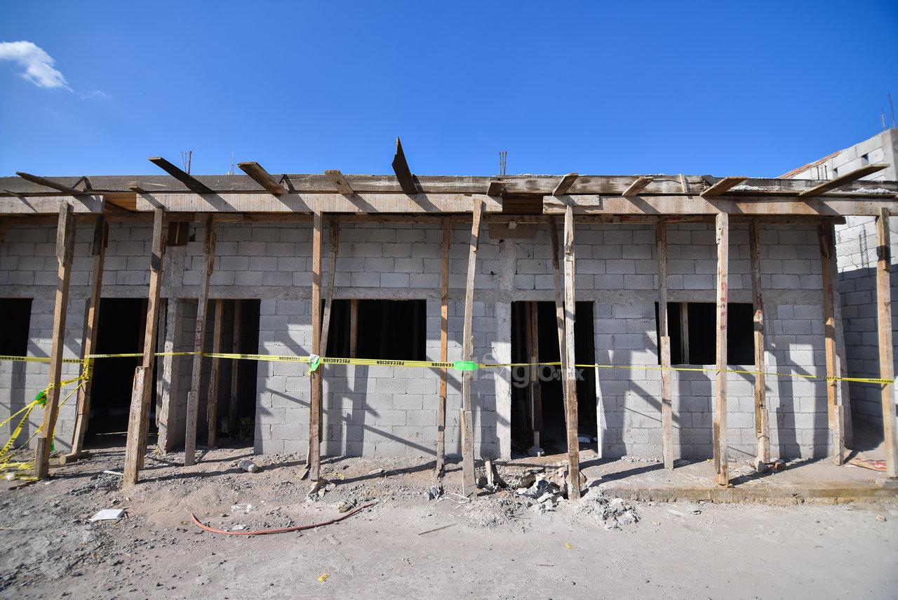Riesgo. Se observan algunos terrenos en construcción, pero la obra fue clausurada y los vecinos consideran que representa un peligro.