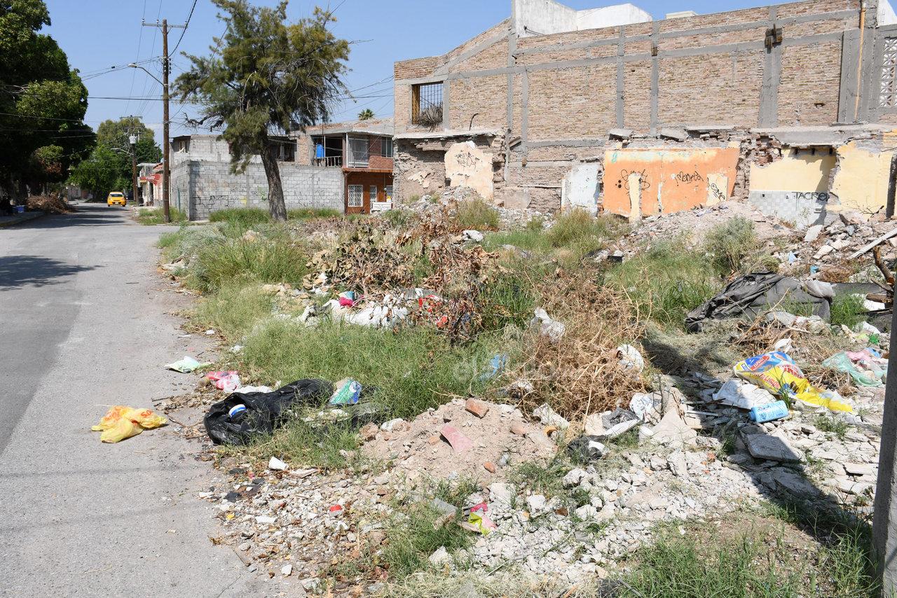 Basurero. Reconocen que también hay responsabilidad en algunos vecinos, pues usan terrenos baldíos como depósitos de basura o escombro.