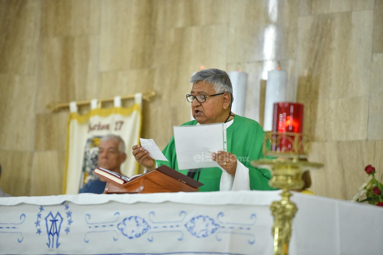 Misa. A su llegada se ofició la misa en la que los trabajadores ferrocarrileros y sus familias agradecieron a la Virgen.