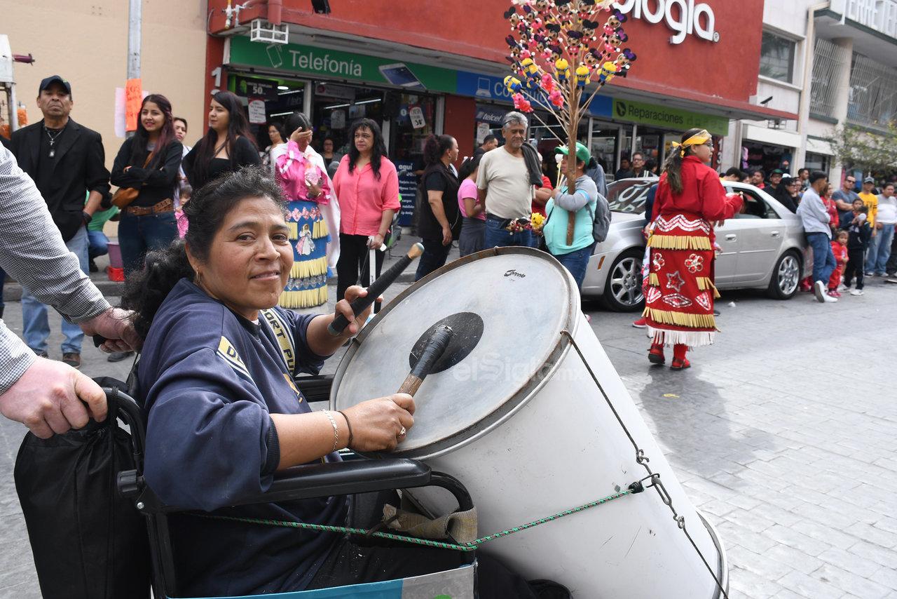 Fieles. Pese a las dificultades que pudieran presentarse, las personas continúan siendo fieles a la Virgen María de Guadalupe y se esfuerzan por ir a su casa en Torreón, agradeciéndole por las bendiciones recibidas en el año.
