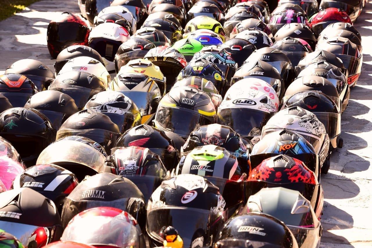 La Bendición de Cascos de Parras realizó una nueva edición este 2020; su primera vez fue el 2005 por iniciativa del motociclista lagunero José Chavira, para que la comunidad biker recibiera una protección espiritual.