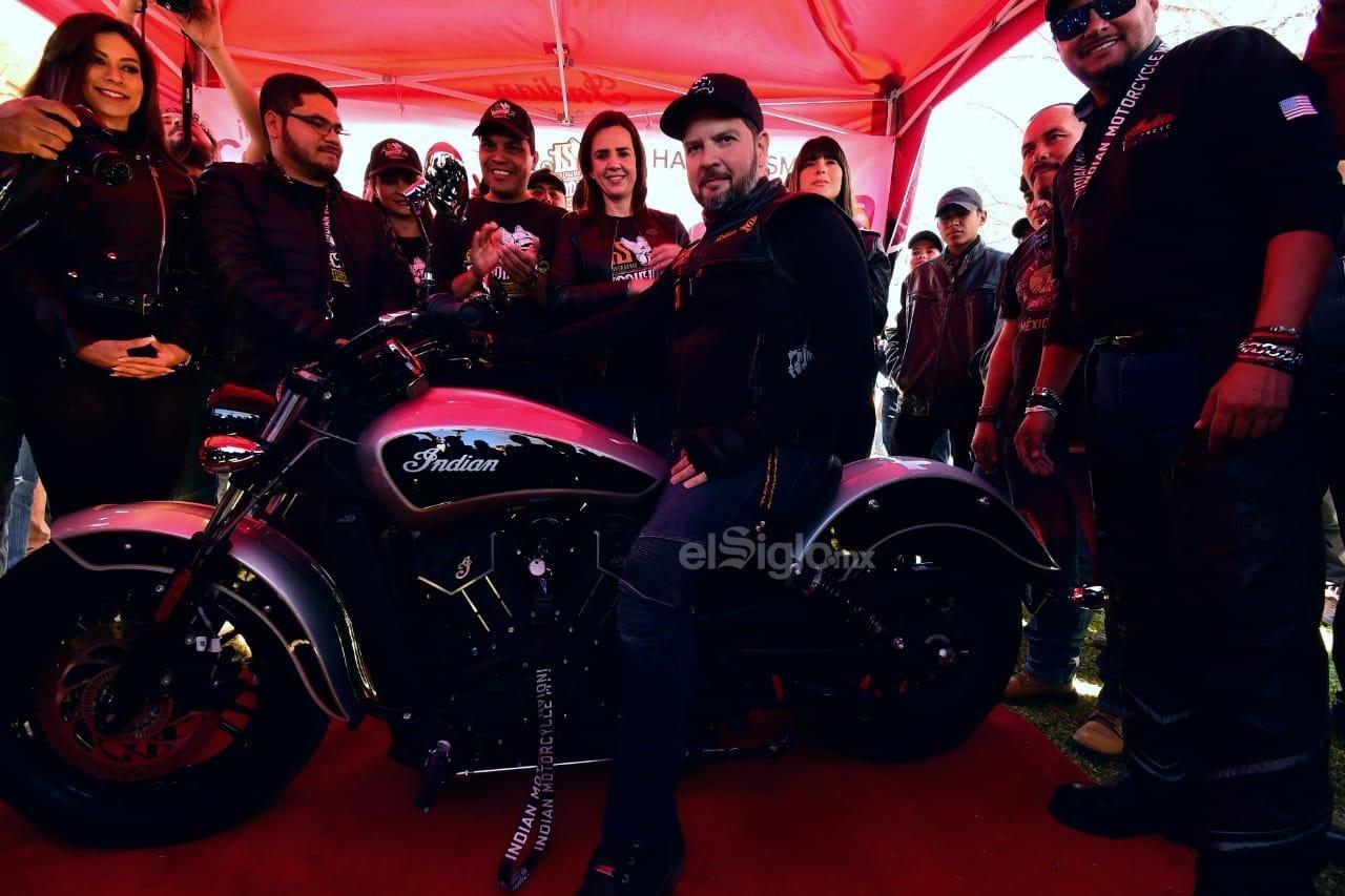 Luis Enrique Pedraza, de Nuevo Laredo, Tamaulipas, fue el afortunado ganador de una motocicleta Indian Scout Sixty Modelo 2019, la cual fue donada por el Gobierno de Coahuila por medio de una rifa.