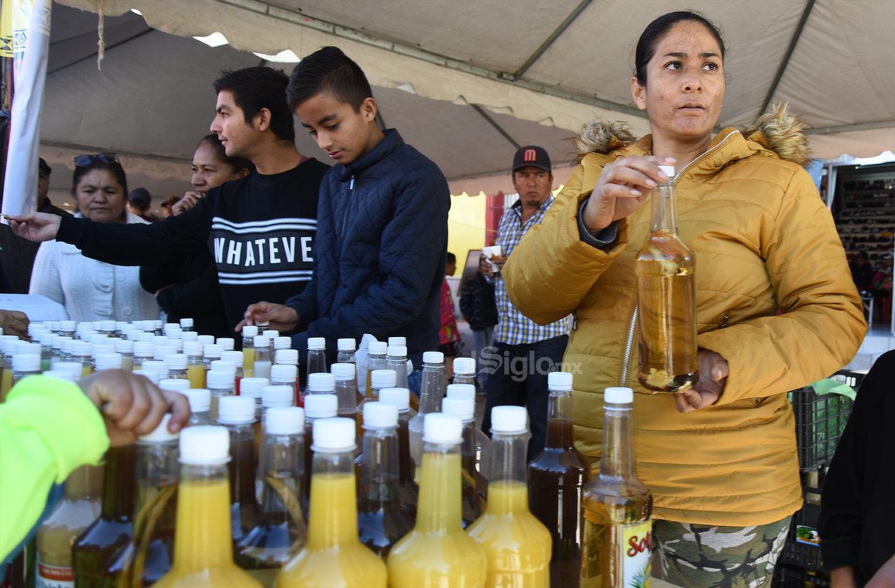 Un buen sotol. El sotol es la bebida típica que se produce artesanalmente, el cual surge de un agave silvestre como es un matorral, que debe subsistir bajo calor desértico.
