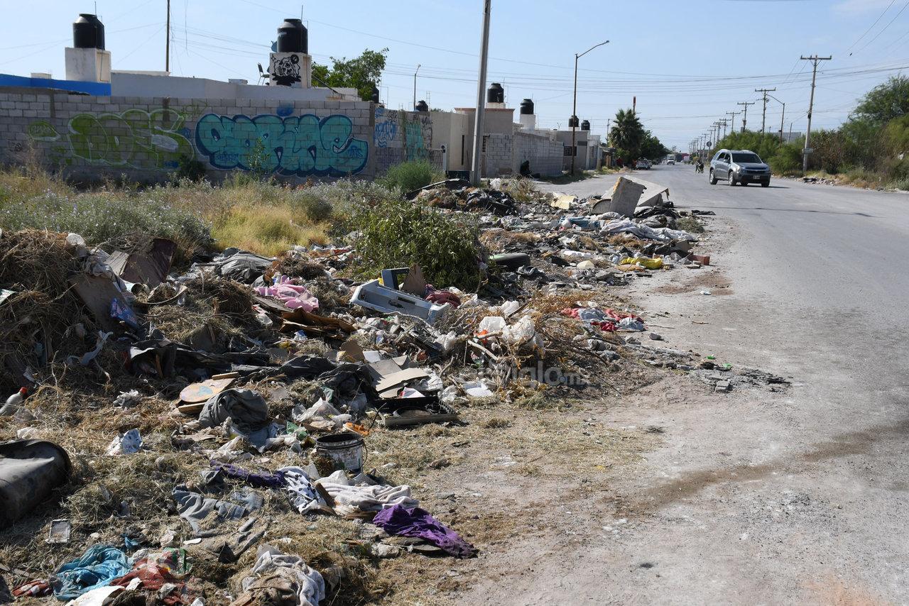 Basura. Escombro y desechos de todo tipo se pueden observar en algunas arterias de este populoso sector habitacional.