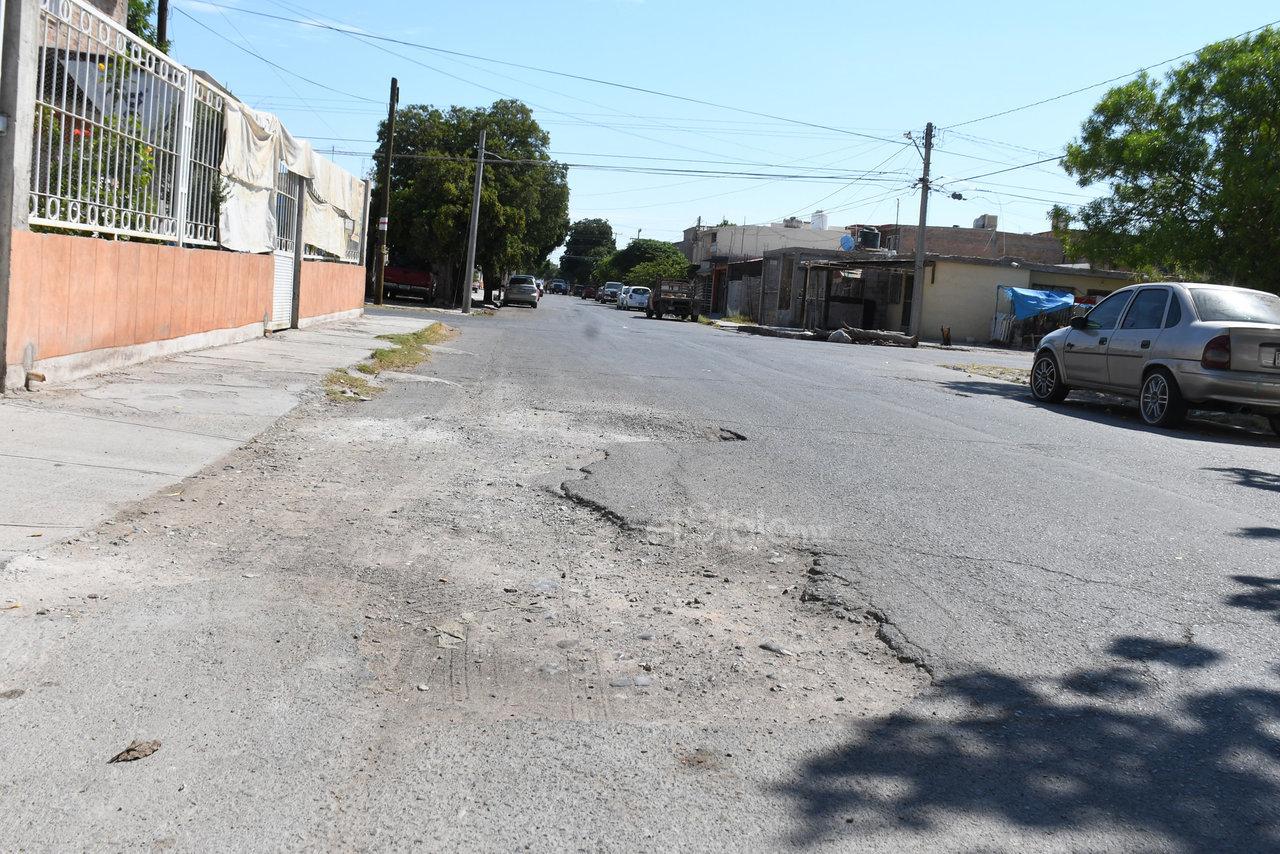 Baches. Con el pavimento destruido, se aprecian algunas de las arterias que conforman esta colonia, una de las más conocidas de la ciudad.