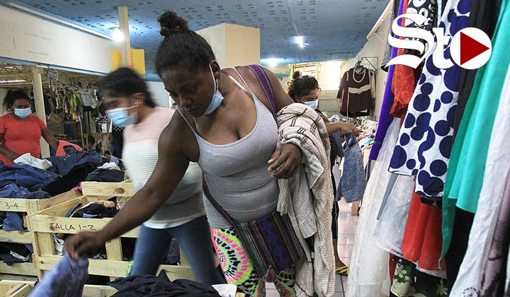 Las 'Gratis Tienda' ayudan a los migrantes varados