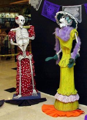 La exposición de altares de muertos de Culturas Populares, permanecerá en Plaza Cuatro Caminos hasta el 11 de noviembre.
