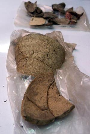 Las partes de alfarería que fueron encontradas por el antropólogo Mark Horton en una provincia de Panamá, datan de 300 años.