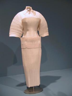 Exposición de Arte Contemporáneo Internacional: Amarga Belleza