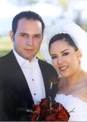 Sr. Óscar Alberto Garza Reyes y Srita. Ana Miriam Gómez Mayoral recibieron la bendición nupcial el 16 de noviembre de 2002