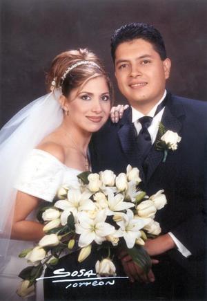 Dr. Evaristo Quiñones Esparza y Dra. Nancy Martínez Moreno recibieron la bendición nupcial el 16 de noviembre de 2002