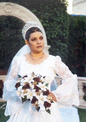 C.P. Manuela Ulloa Mendoza contrajo matrimonio religioso con el L.A.E. Rubén Adalberto Carbajal.