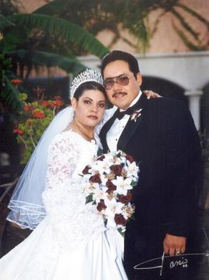 L.A.E. Rubén Adalberto Carbajal Sánchez y C.P. Manuela Ulloa Mendoza contrajeron matrimonio religioso el 9 de noviembre de 2002