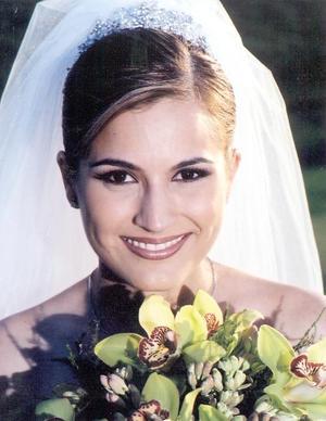 Srita. Cristina Montoya Valdés contrajo matrimonio religioso con el Sr. Hugo Garza Gutiérrez.