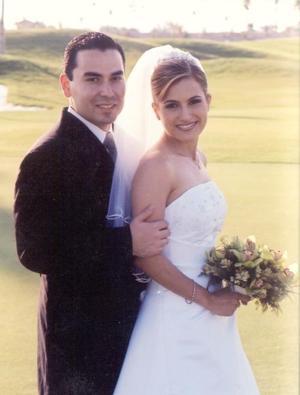 Sr. Hugo Garza Gutiérrez y Srita Cristina Montoya Valdés recibieron la bendición nupcial  el 5 de octubre de 2002