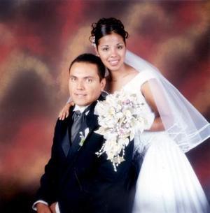 Sr. Jorge Antonio Rangel Carrillo y Srita Marcela Cruz Alcaraz recibieron la bendición nupcial el 12 de Julio de 2002 <a href=http://200.23.19.130/gallery/?pic=5395&id=335/ ><li><font color=red>Siguiente</font></a>