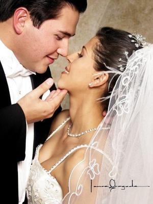 L.A.E. Jesús Antonio García Aguirre y Srita. Ing. Karen Rivera Quiñones contrajeron matrimonio religioso el 7 de diciembre de 2002.