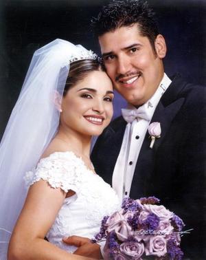 L.A.E. José Joaquín Franco Corrales y Srita. María del Consuelo Flores Cordero recibieron la bendición nupcial el 12 de octubre de 2002