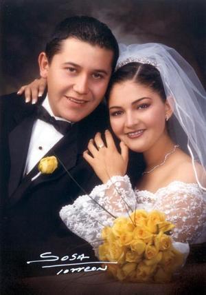 Sr. Gerardo Iván Macías Rodríguez y Srita. Monserrat Marina González Morales recibieron la bendición nupcial el 15 de diciembre de 2002