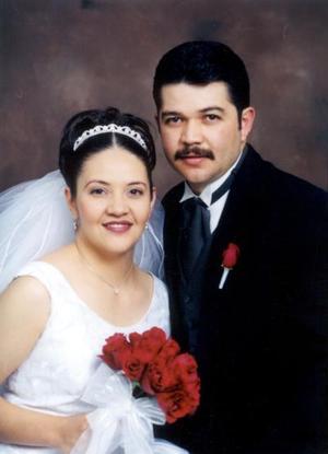 M.V.Z. Manuel Israel Muñoz Rodríguez y M.V.Z. Claudia Griselda Pérez Torres contrajeron matrimonio religioso el 13 de diciembre de 2002