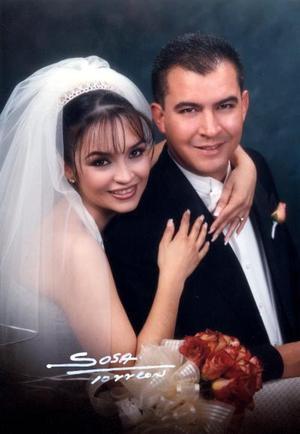 Sr. José Fernando Chew Gómez Llanos y Srita Adriana Lizette Arroyo Hernández recibieron la bendición nupcial el 21 de diciembre de 2002