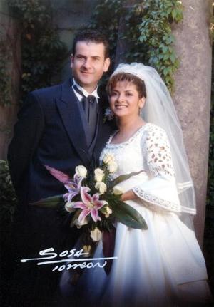 Ing. José Luis González Cepeda y D.I. Sandra Patricia Santibáñez Carrillo contrajeron matrimonio religioso el 21 de diciembre de 2002