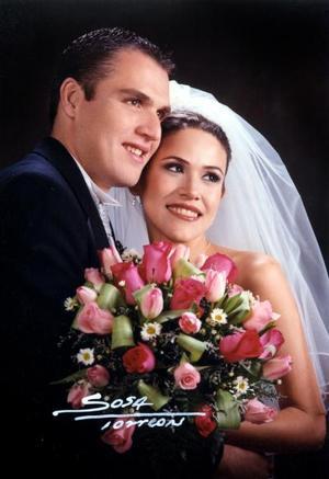 Sr. Fernando Javier López Zepeda y Srita. Adriana Manzanera Hernández recibieron la bendición nupcial el 14 de diciembre de 2002