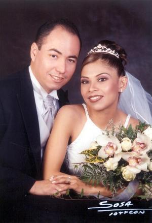 Lic. Hugo Ruiz Olivares y Lic. Diana Sustaita contrajeron matrimonio religioso ante el Pbro. José Luis Escamilla Estrada el 18 de enero de 2003.