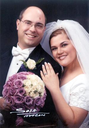 Ing. Christopher John Neubauer Steiger e Ing. Dora María Fong Siller recibieron la bendición nupcial el 30 de diciembre de 2002