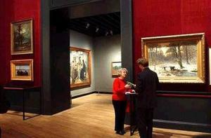 Junto a los 87 óleos del artista holandés que componen la exposición, se muestran también otros cinco atribuidos inicialmente a Van Gogh, pero que han sido descatalogados recientemente
