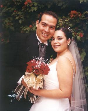 Ing. Alejandro Casas Mendoza y C.P. María Teresa Castañeda Reyes contrajeron matrimonio religioso el 8 de febrero de 2003