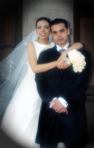 Sr. Osvaldo Pimentel Ramírez  y Srita Marcela Rodríguez Martínez contrajeron matrimonio el ocho de marzo de 2003