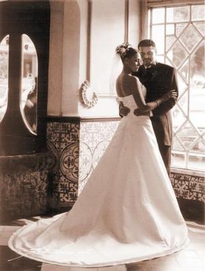 Sr. Ricardo Mendoza Cerda y Srita. Paulette Seceñas Vázquez contrajeron matrimonio el primero de marzo de 2003