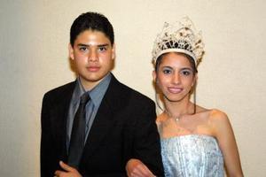 La hoy reina tiene 13 años de edad, y vive con su familia conformada por sus padres Mario Alberto y María del Rosario, y sus hermanas: Fernanda, de diez años y Valeria de 15, quienes a su lado compartieron el triunfo.