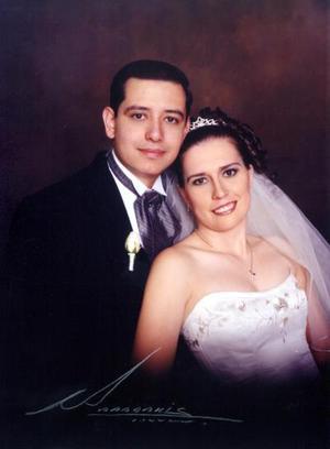 Lic. Marco Antonio Gámez Uribe y Lic. Érika Camargo Saucedo  contrajeron matrimonio religioso el 15 de marzo de 2003.