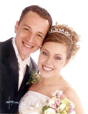Lic. Carlos Barbosa Escalante y Lic. Érika González Rubio Martínez contrajeron matrimonio religioso el 29 de marzo de 2003