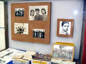 También se aprecian las fotografías de la familia de Francisco Sarabia.