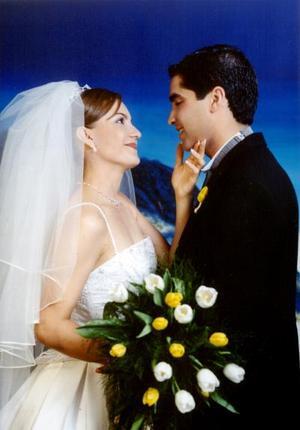 Ing. Ernesto  Chávez Castellanos y Lic. Georgina Romero Silerio contrajeron matrimonio religioso el cinco de abril de 2003
