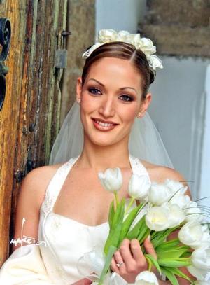 Lic. Lorena Hernández de la Vega contrajo matrimonio religioso con el Lic. Francisco Javier Galindo Obregón el 5 de abril de 2003